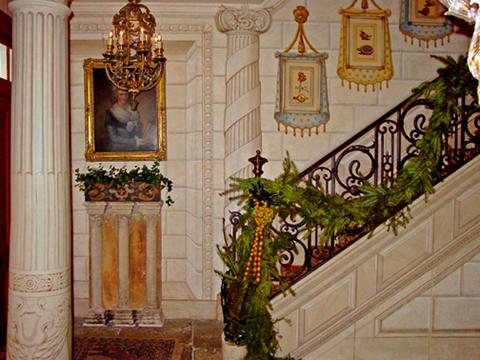 wp_trompelœil-columns-niche-hanging-fabric-chateau-blocs
